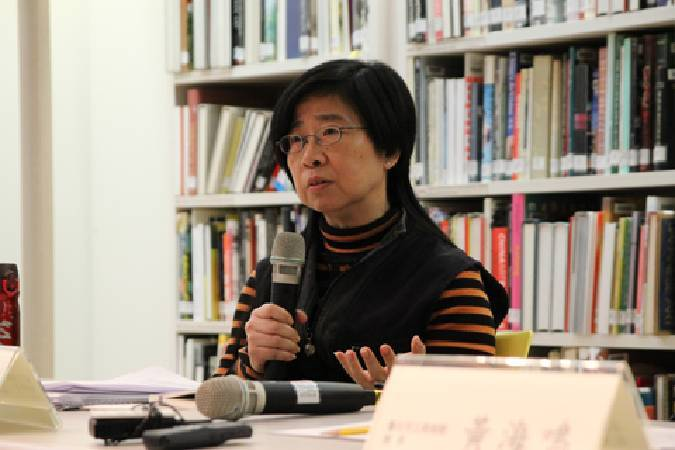 記者會中張芳薇回答與會者提問。
