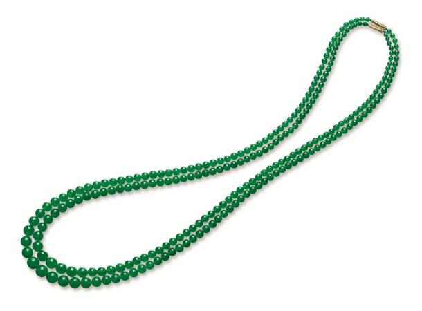 天然翡翠珠項鏈兩條,民國時期。圖/擷取自蘇富比官網。