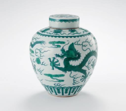 《鬥彩綠龍紋蓋罐》。