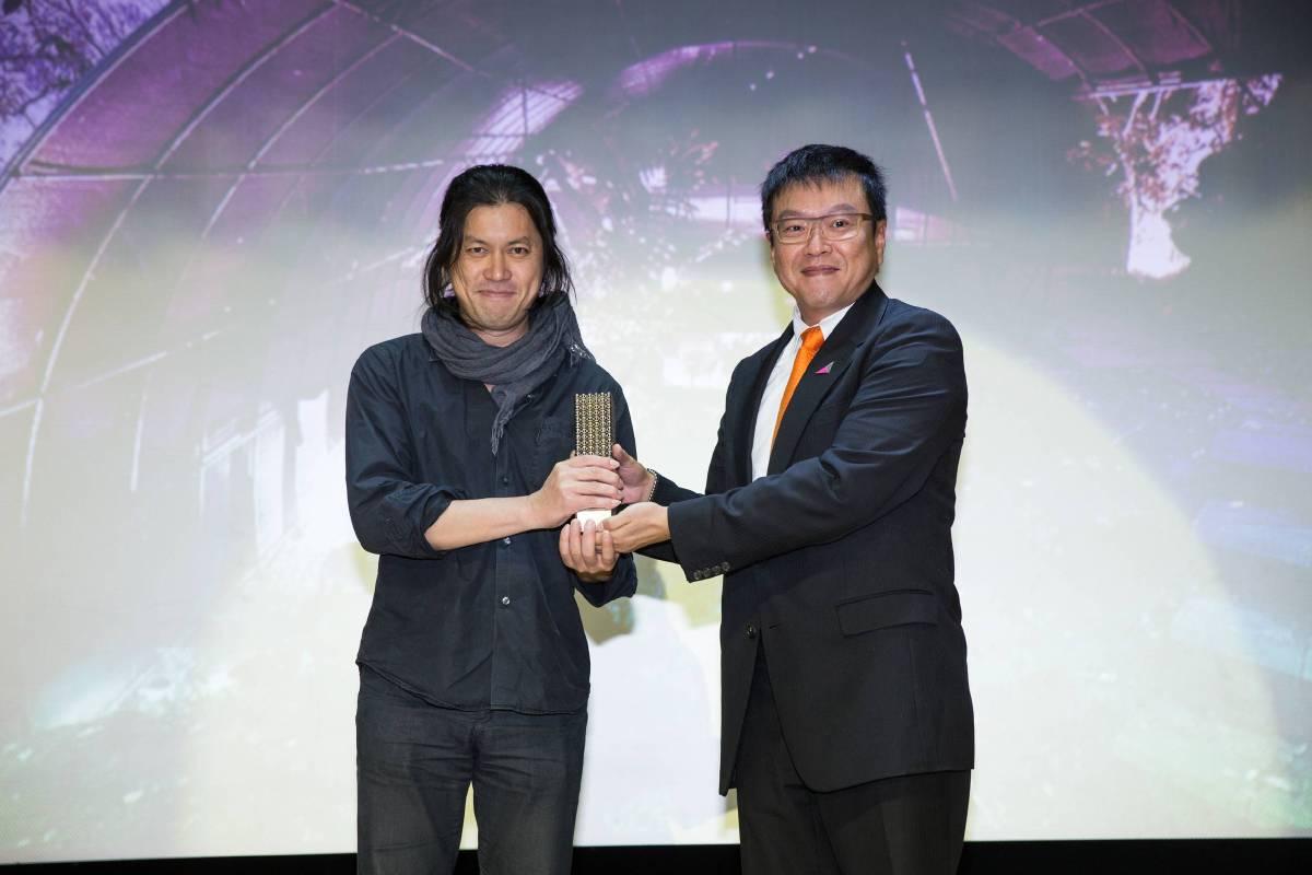 ADA新銳建築獎特別獎得主曾志偉與台北市建築世代會副會長范偉洸合影.