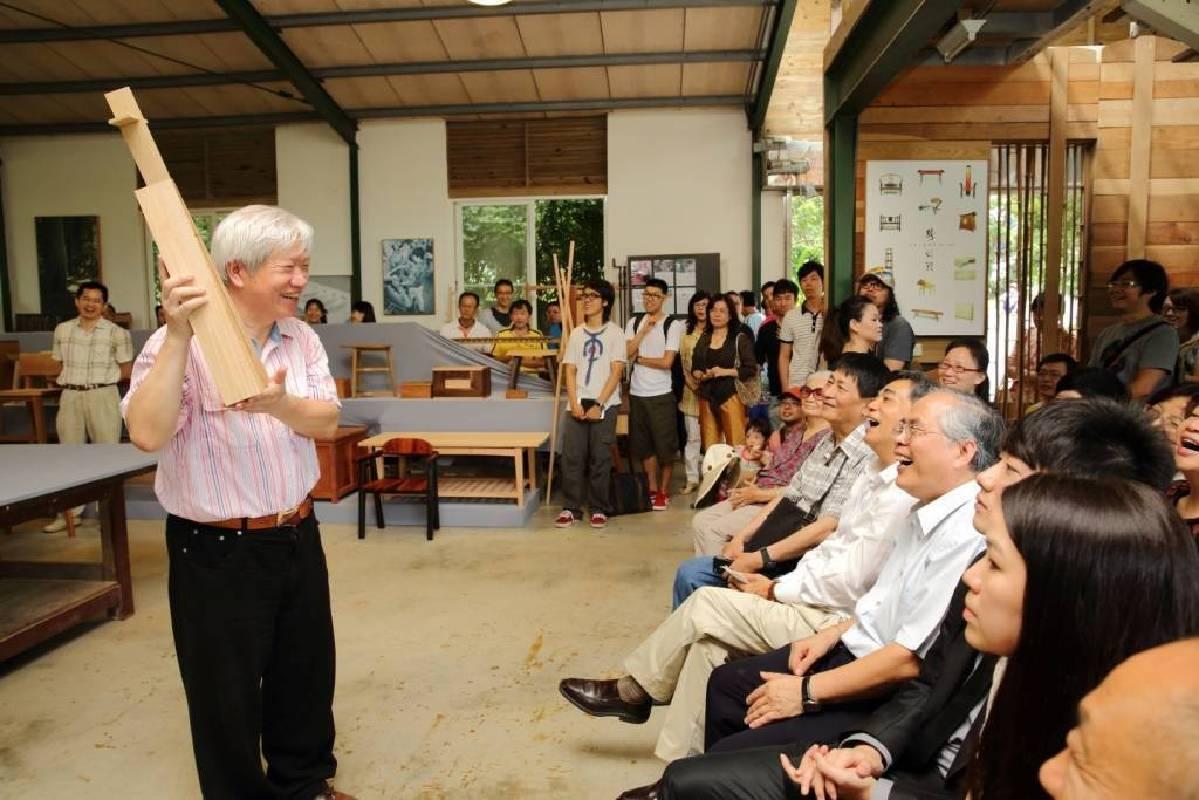 懷德居創辦人 林東陽教授於木工坊導覽(照片提供:懷德居文化基金會)