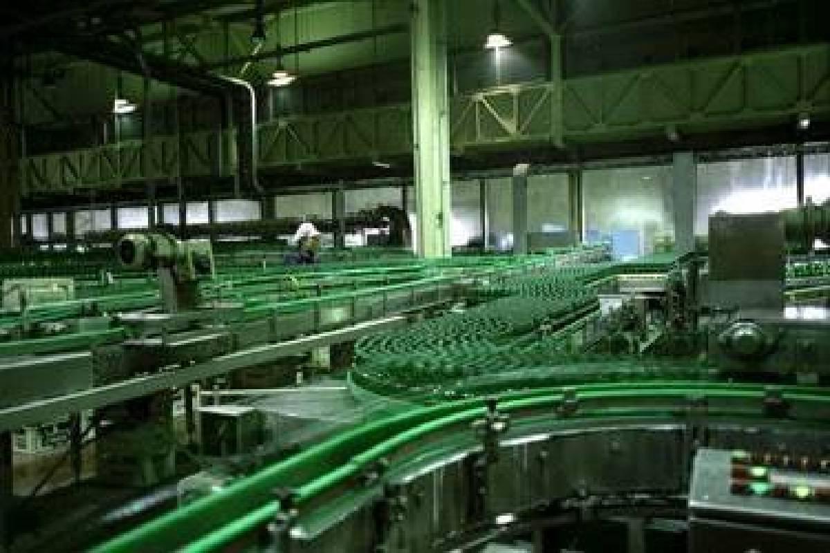 安正柱,〈瓶罐工廠〉,4分30秒,雙頻道錄像,2007,藝術家提供