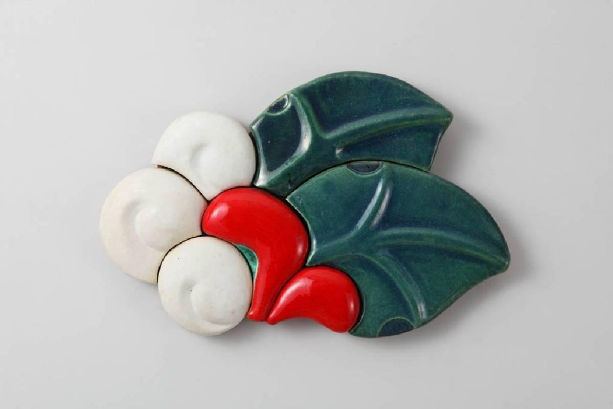 楊文霓,蕞10301,陶土.釉.化妝土,52x34x5cm,2013
