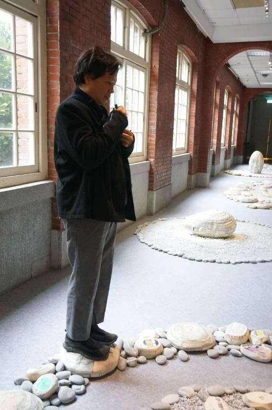 藝術家陳龍斌現場為作品導覽