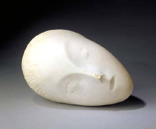 Constantin Brancusi ,《sleeping muse》,1909。圖/取自wikiart。