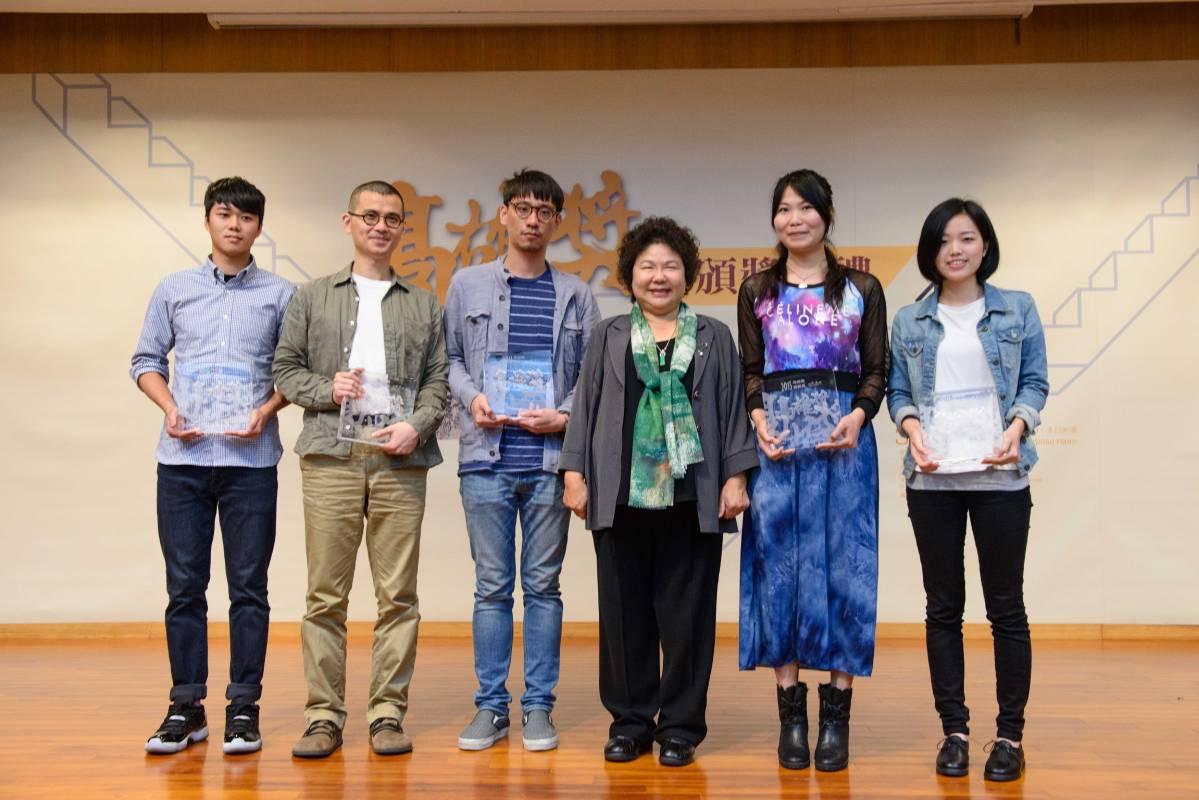 陳菊市長與五位高雄獎得主合影