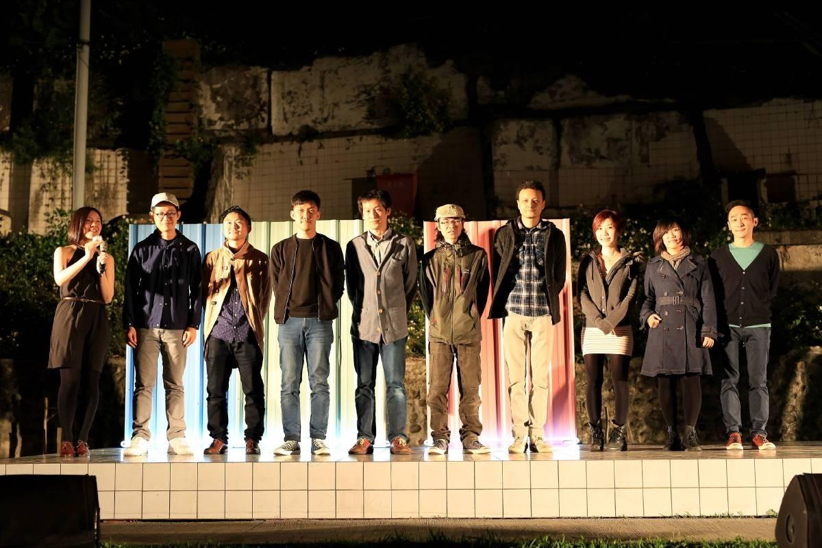 (左起)主持人與燈節藝術家們羅智信、阿部乳坊、陳松志、西原尚、曾偉豪、戴翰泓、何采柔、羅文君、周育正。
