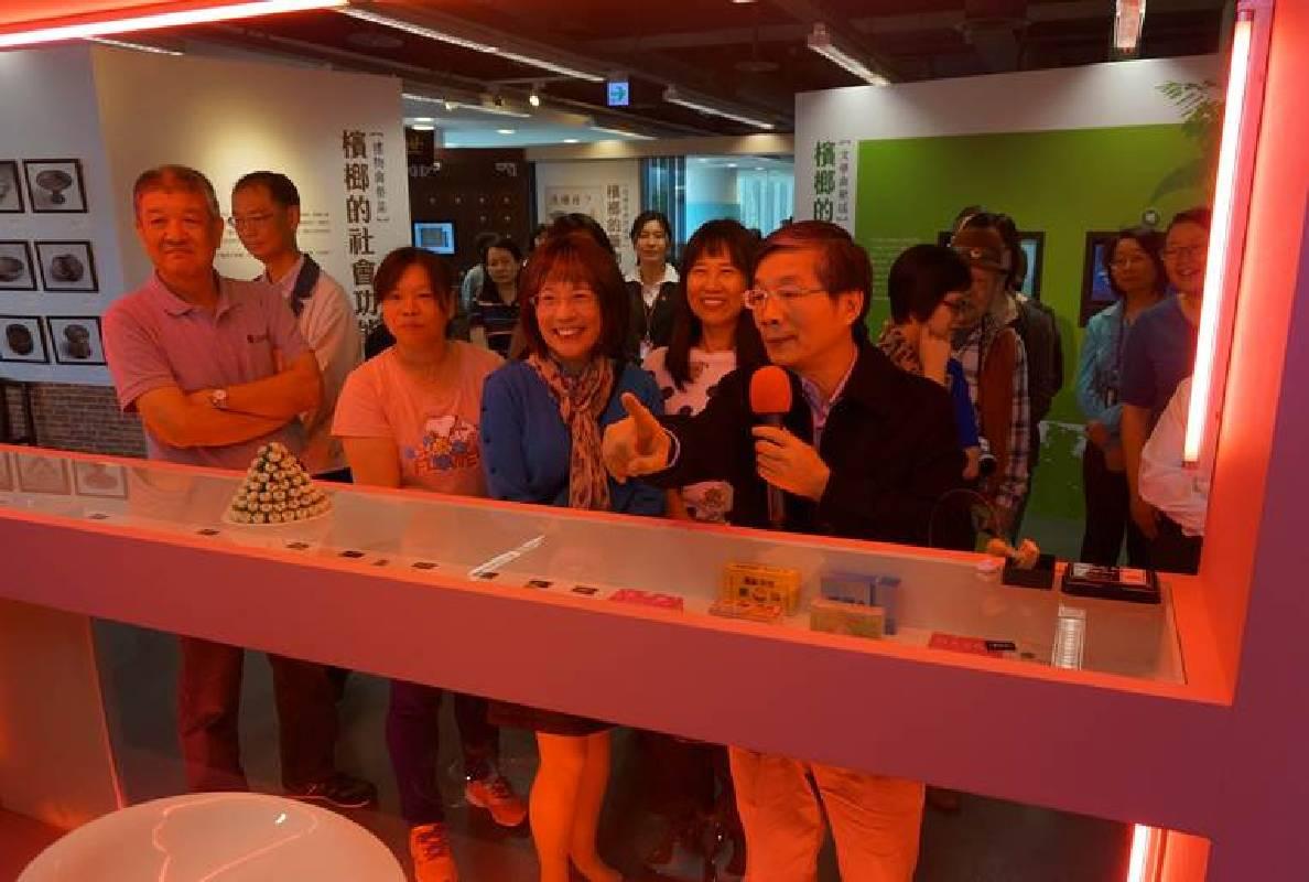 中央研究院歷史語言研究所林富士副所長於國資圖介紹檳榔攤文化