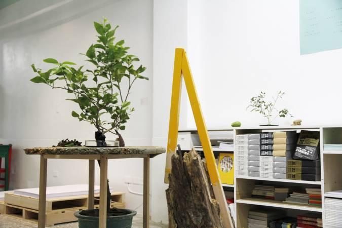 黃博志,《500棵檸檬樹-新埔研究 a.k.a. 砍樹人》。圖/非池中藝術網攝。
