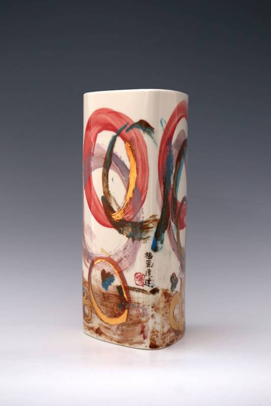 鐘有輝 《福氣連連三角瓶》 2015 高37 公分 陶瓷