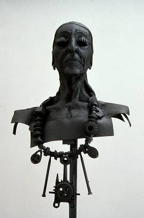 Louise Nevelson,《Forged and Welded Steel with Found Objects》,1990。