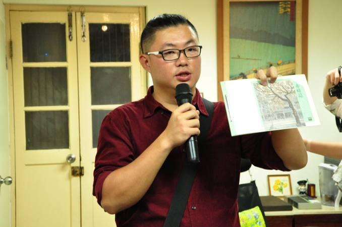 《赤峰誌》總編輯賴英泰。圖/非池中藝術網攝。