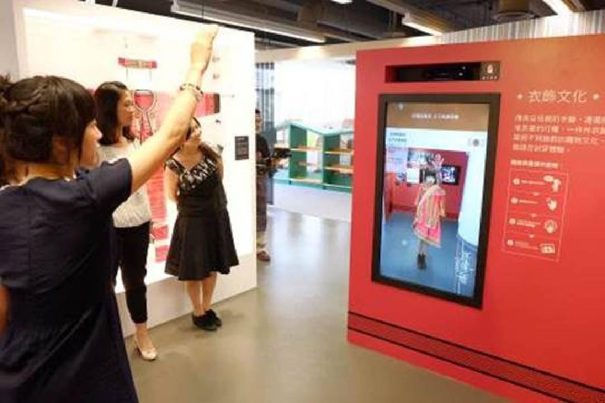 國資圖編織特展提供「原住民服飾互動模擬試衣裝置」