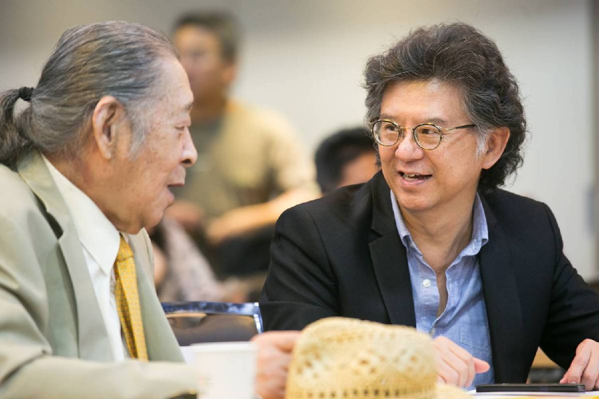 東方畫會抽象大師陳道明(左).中華民國畫廊協會王瑞棋理事長