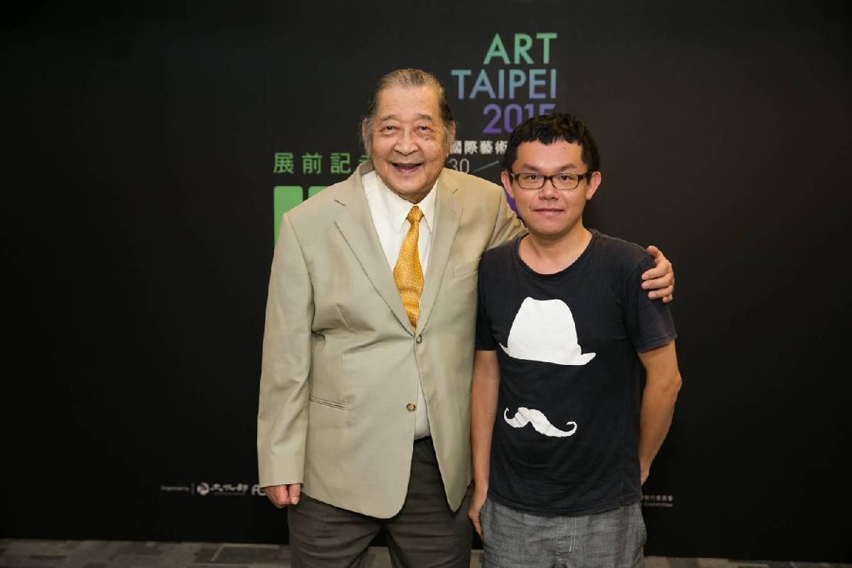 陳道明大師(左)與MIT新人推薦特區得獎代表曾建穎相見歡