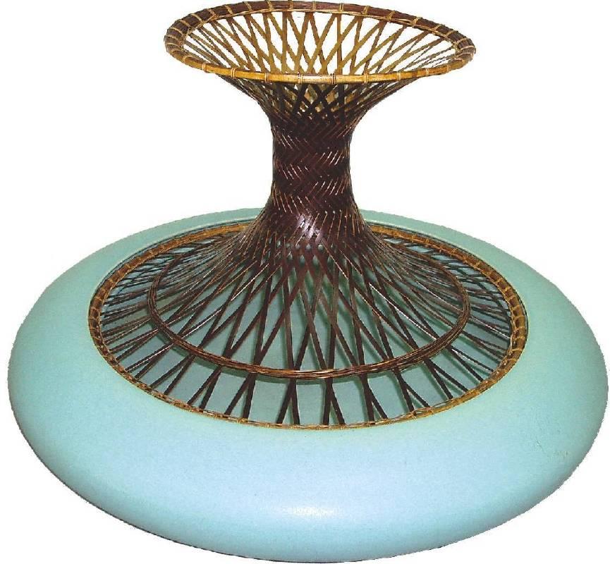 邱錦緞,《陶瓷竹編花器》。
