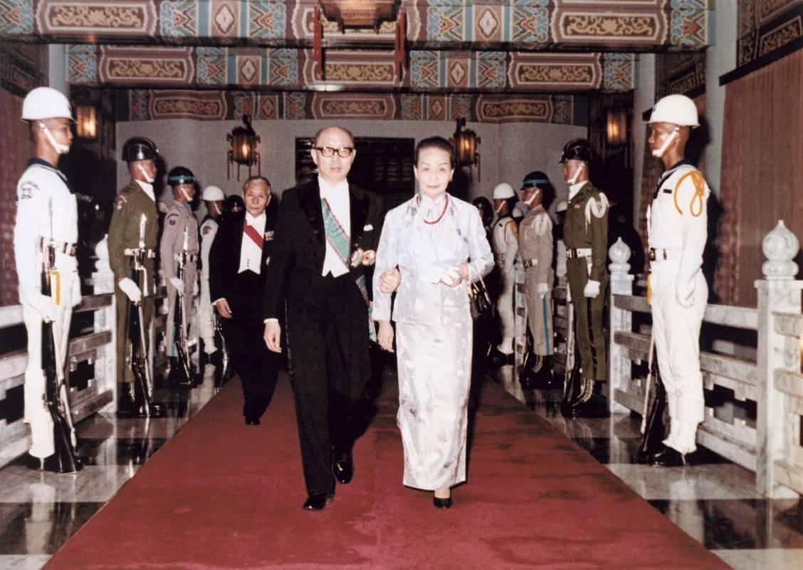 1975年4月嚴家淦先生宣誓繼任中華民國第五任總統