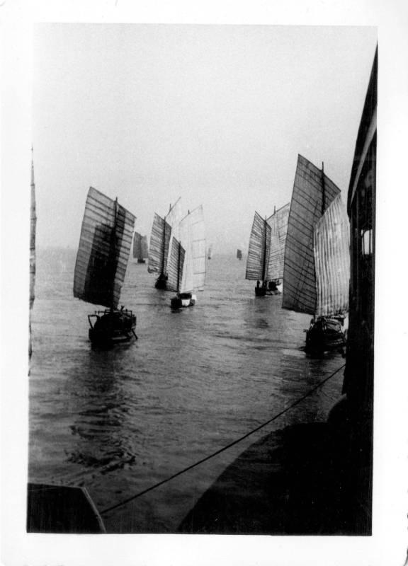 本次紀念展特別展出嚴家淦先生于1920-50年代間的攝影作品