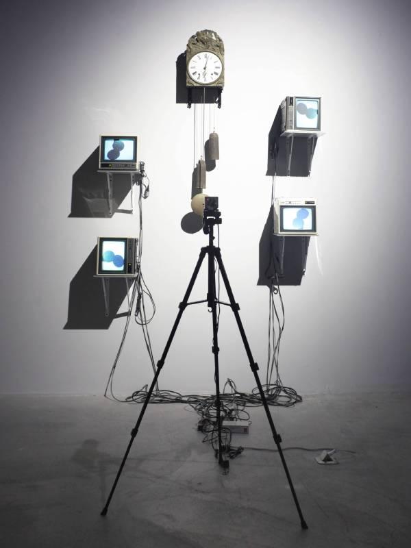 French TV Clock - 白南準