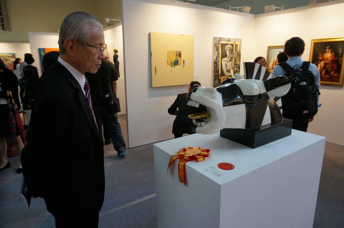 「國際藝術家大獎賽」每年吸引許多愛藝者至世貿三館「台北新藝術博覽會」參觀。