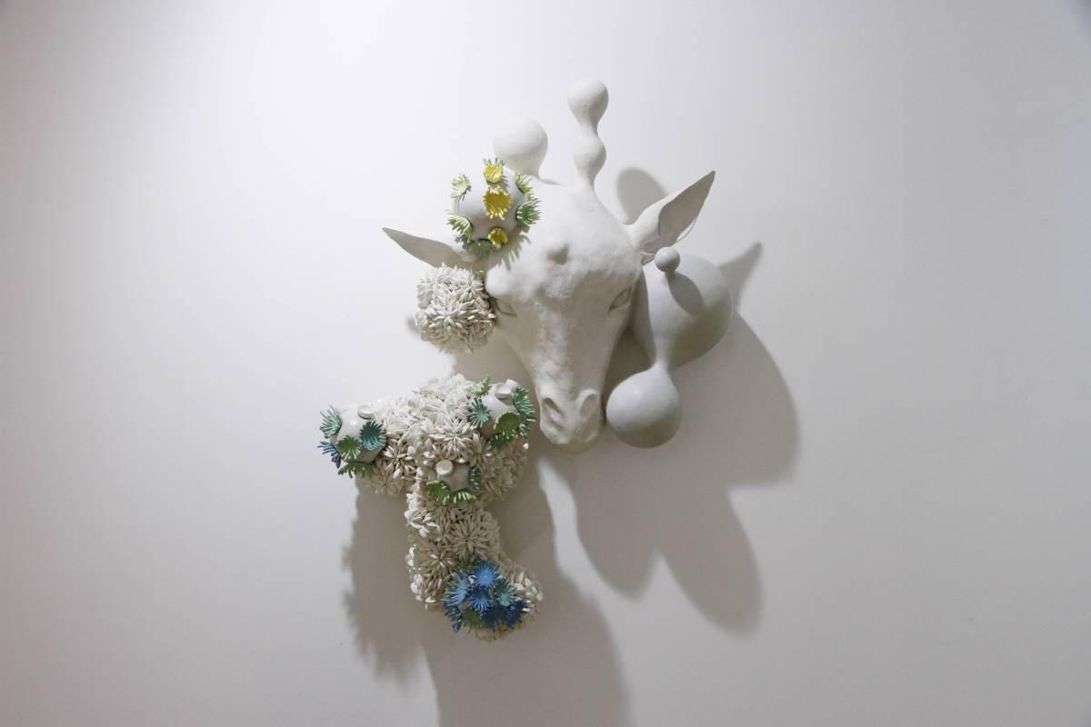 胡慧琴《時間的霉-長鹿》陶瓷 60x42x17cm 2015
