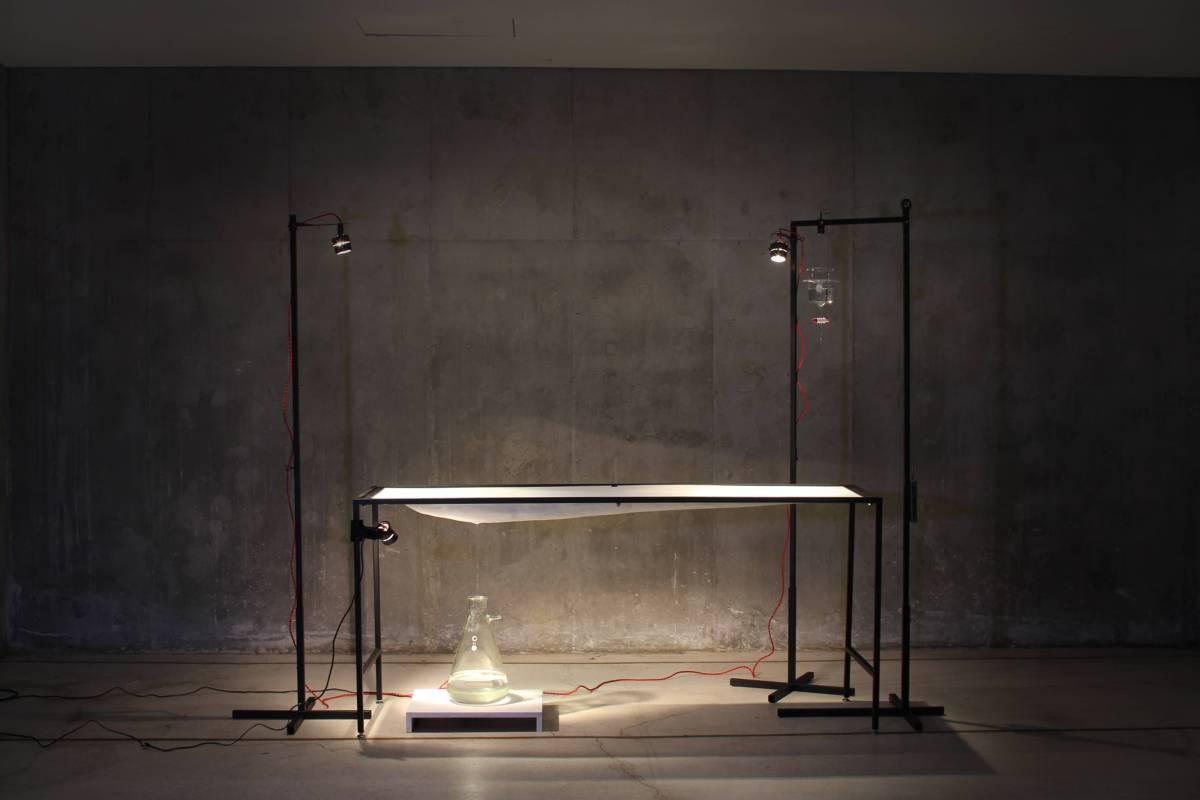 《零/靈 0,0》60x180x215cm,金屬、FRP、滴水裝置,2014