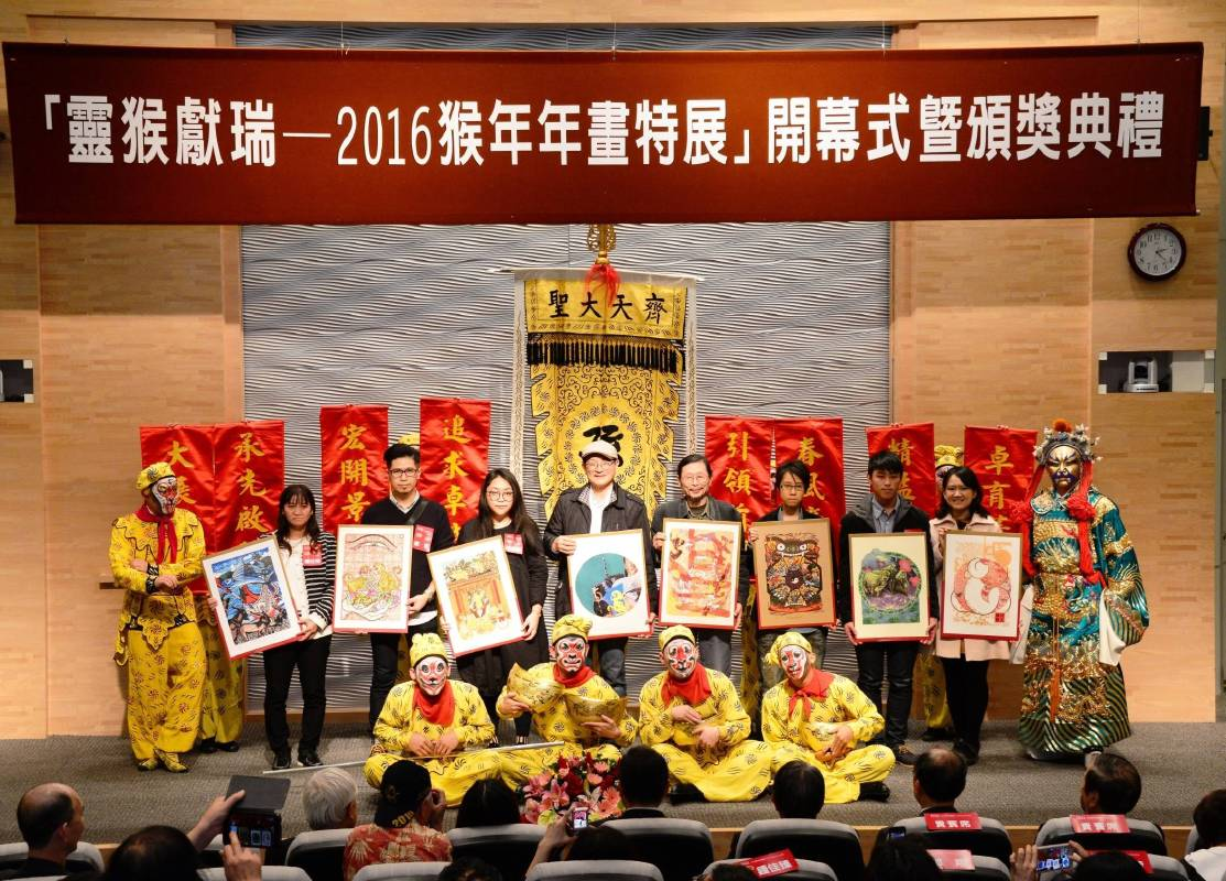 蔡義雄教授,郭博州教授、6位首獎得主合影。