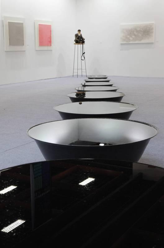 Qin Chong, Evolving Ink, Iron pots、ink、water、goldfish,2015, Da Xiang Art Space
