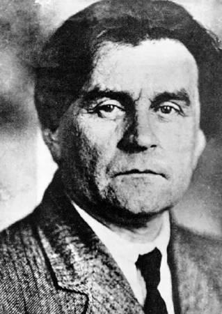 馬列維奇(Kazimir Malevich)。