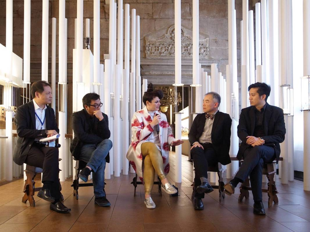 美國Storefront for Art and Architecture總監Eva Franch於現場論壇與策展人談論常民建築