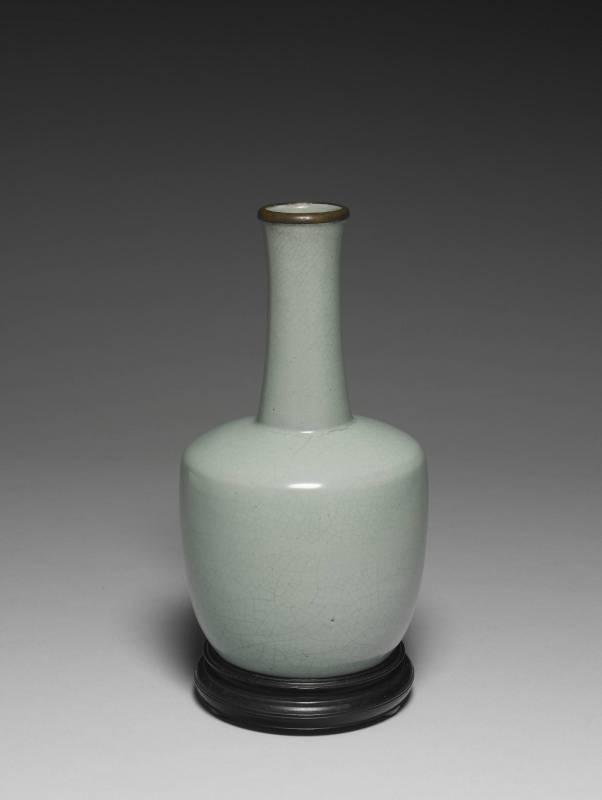 北宋 汝窯青瓷奉華紙槌瓶
