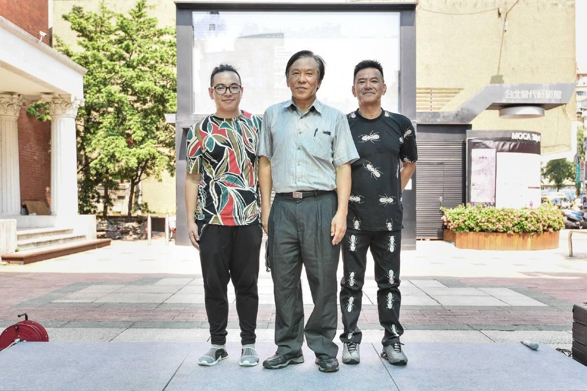 左起陳軒榮,石瑞仁館長,陳志光