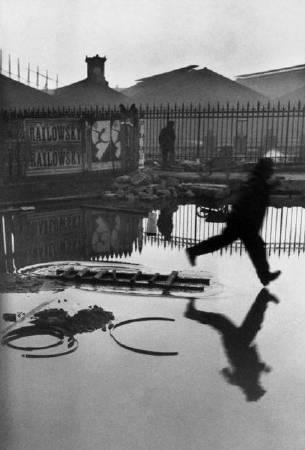 布列松,《歐洲廣場,巴黎》,1932。圖/取自flickr。