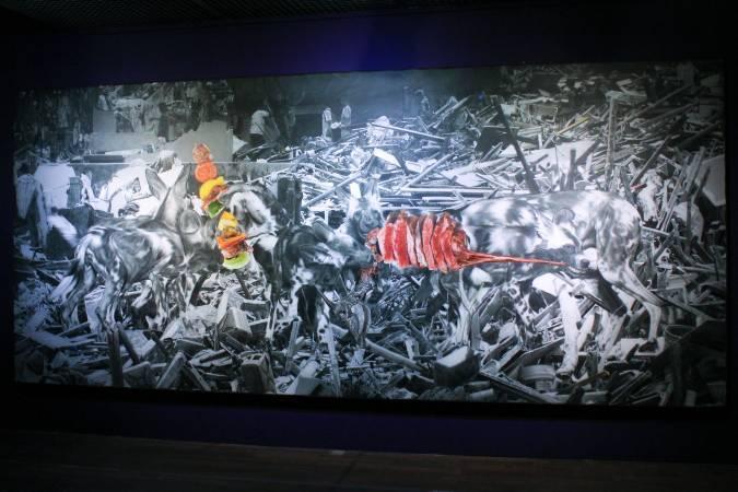 羅納德.溫杜拿《殘破家園》。圖/非池中藝術網 攝。