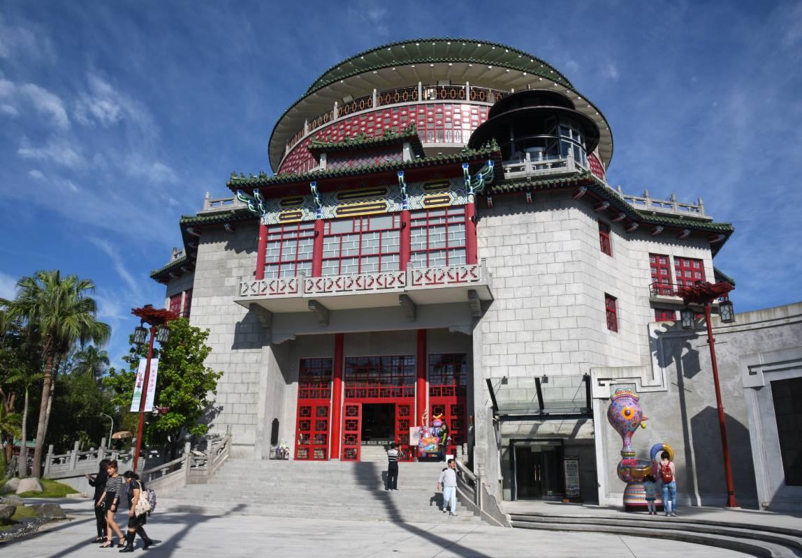 國立工藝中心臺北分館大門/洪易作品與建築相映成趣