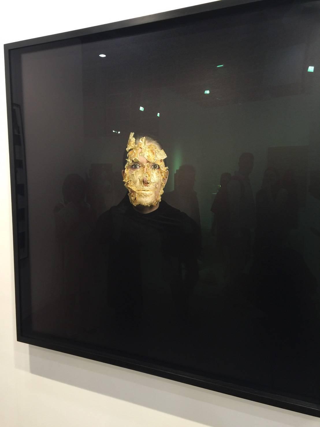 尚凱利Marina Abramovic作品Portrait with a Golden Mask