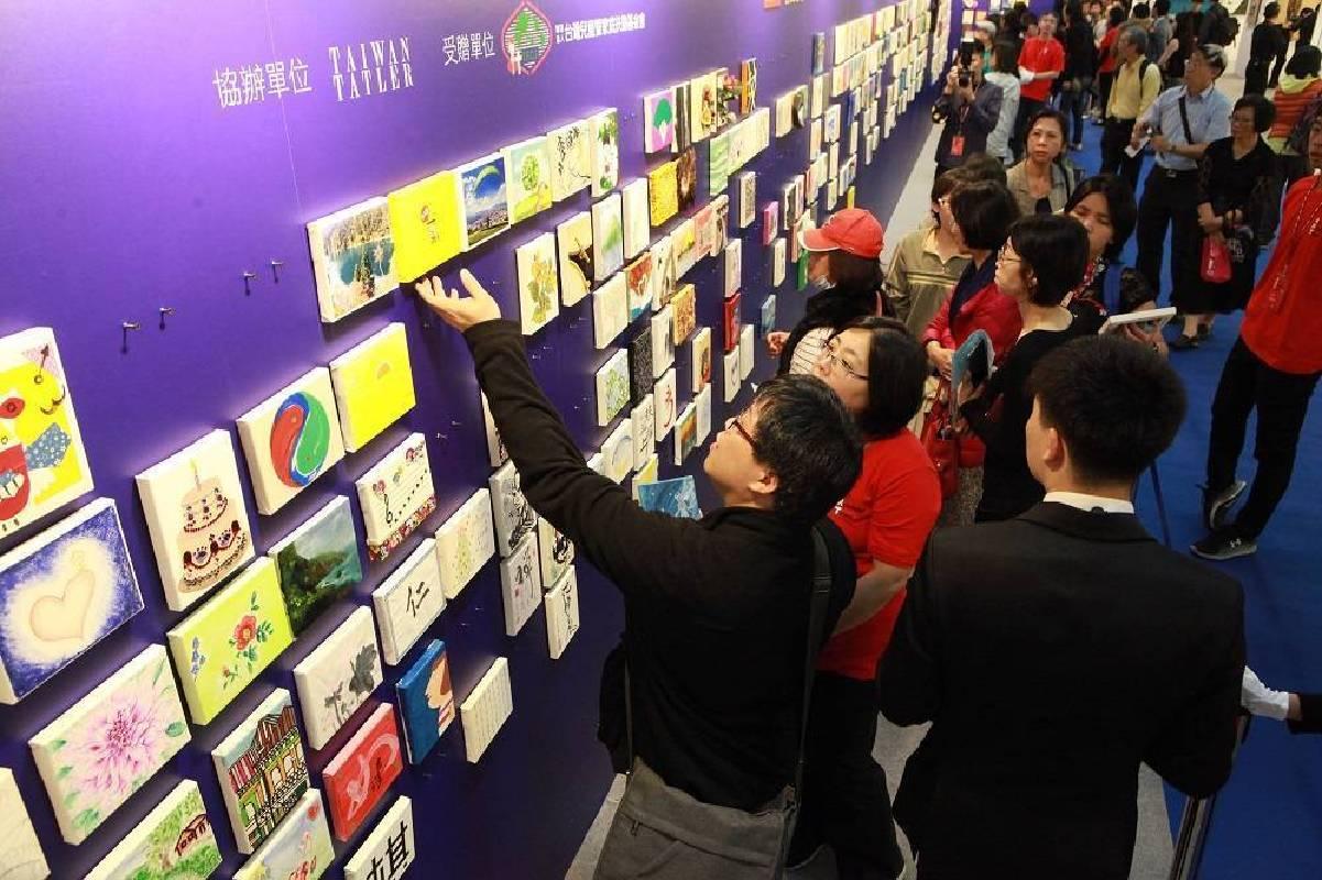 2017台北新藝術博覽會「藝出慈悲‧百大名人」慈善義賣盛況