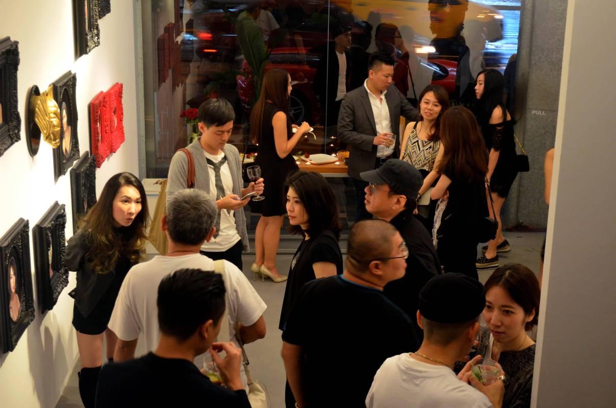 畫廊一樓空間預展派對人潮