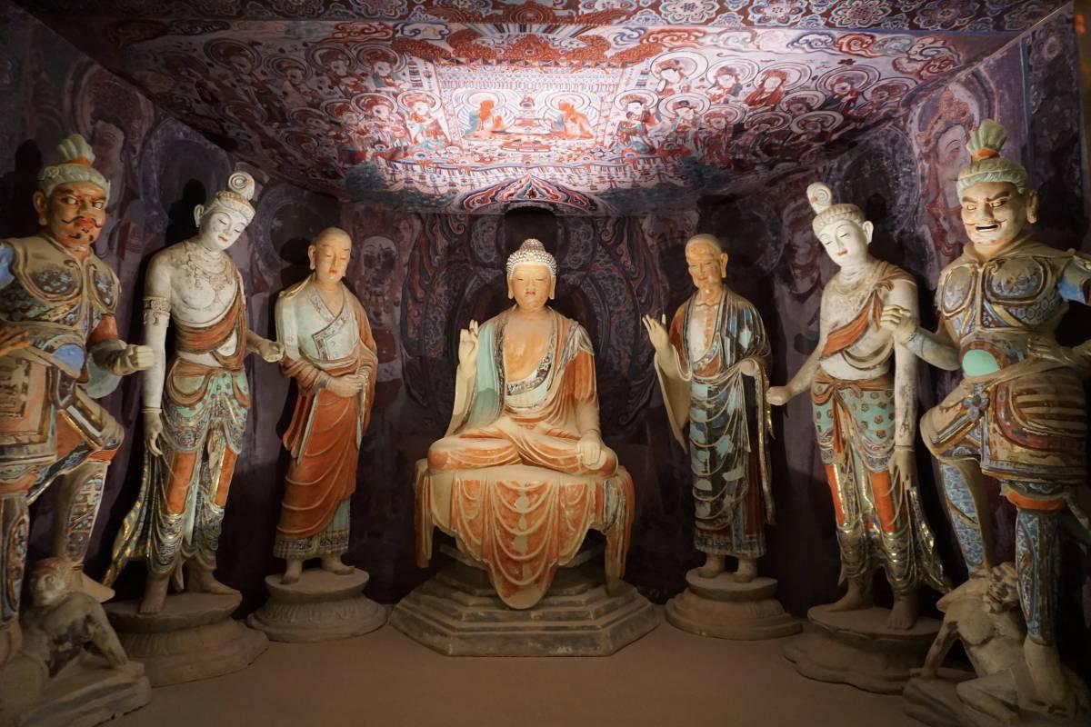 45窟佛龕彩塑組