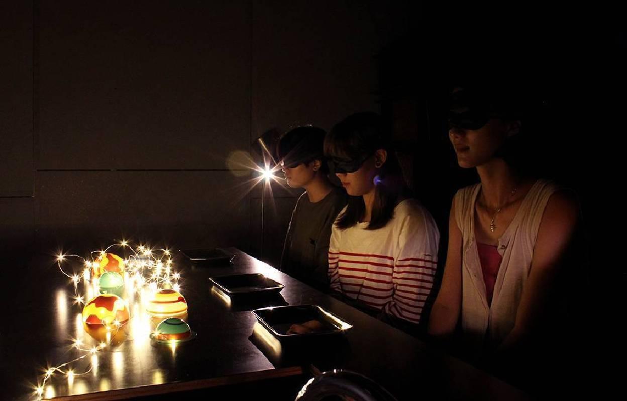 透過音樂與香氣引導,開啟參與者五感的想像力