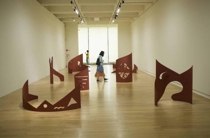 董振平,《山水系列》,1989,鋼鐵。圖/非池中藝術網攝於北美館「空間行板」。