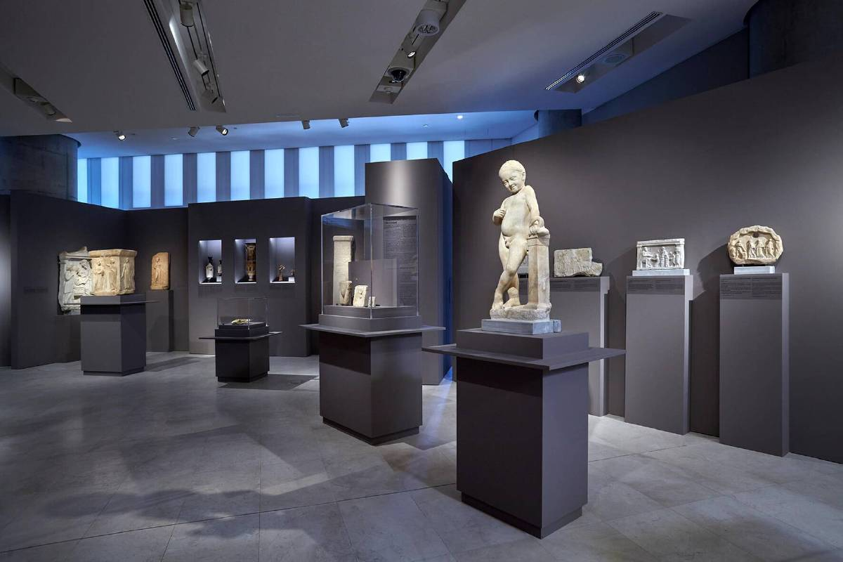 © Acropolis Museum / Photographed by Giorgos Vitsaropoulos