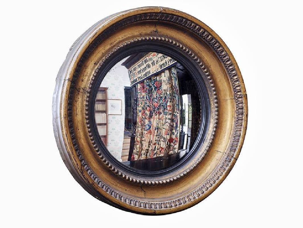 X8916 Convex mirror owned by Gabriel Dante Rossetti Mirror Kelmscott Manor © Society of Antiquaries of London (Kelmscott Manor). Photograph: Andy Stammers Photography