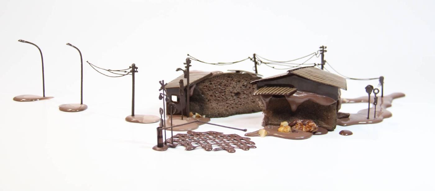 林玉婷 Lin Yu-Ting_ 沿線平交道_小蛋糕 Along the Railroad Crossing_Small Cake