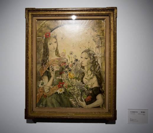 北師美術館「日本近代洋画大展」一景。藤田嗣治《春天的兩位少女》。圖/非池中藝術網攝。