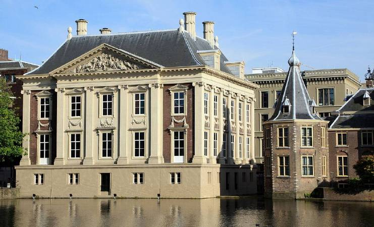 https://commons.wikimedia.org/wiki/File:Mauritshuis.jpg