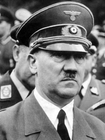 https://commons.wikimedia.org/wiki/File:Bundesarchiv_Bild_183-S62600,_Adolf_Hitler.jpg
