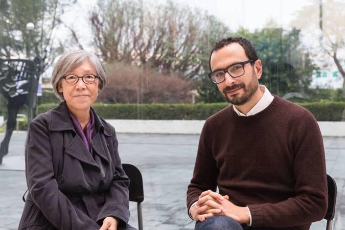 吳瑪悧(左)、范切斯科.馬納克達(右)合影。圖/臺北市立美術館提供。