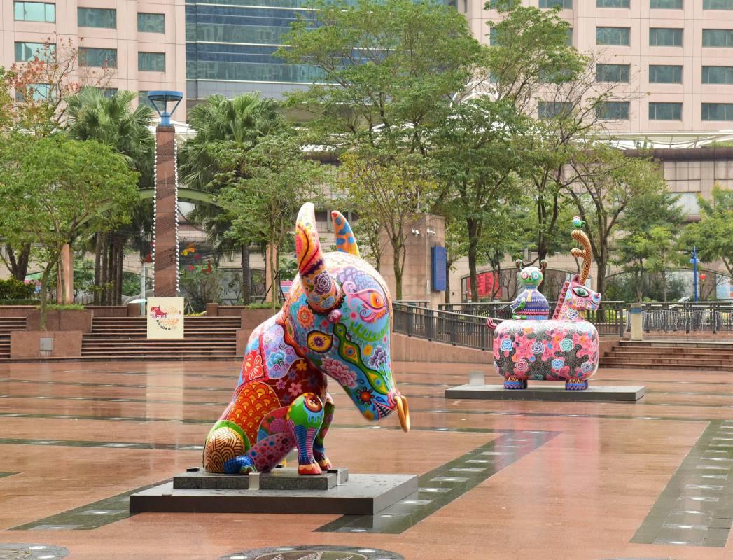 新北市政府市民廣場公共藝術展/洪易|大牛|鋼板彩繪|220x235x288cm