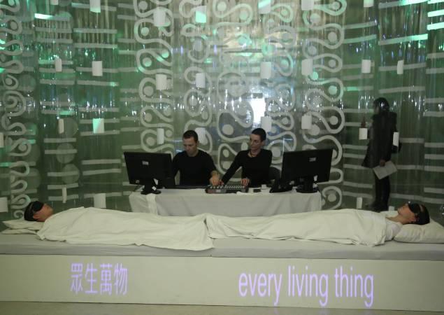 澳洲藝術家PluginHUMAN〈夢境2‧2〉表演。圖/國立台灣美術館提供。